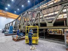 Renovatie van Stationsbrug is een delicate klus: 'In chroom-6 zet je niet zomaar een snijbrander'