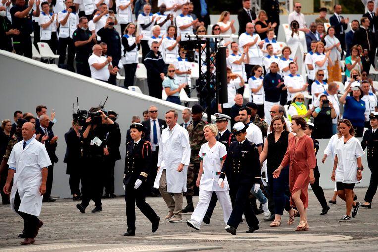 Hulpverleners op Place de la Concorde geëerd op feestdag.