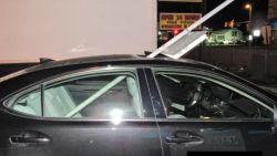 Dronken vrouw rijdt 25 kilometer met verkeersbord in auto
