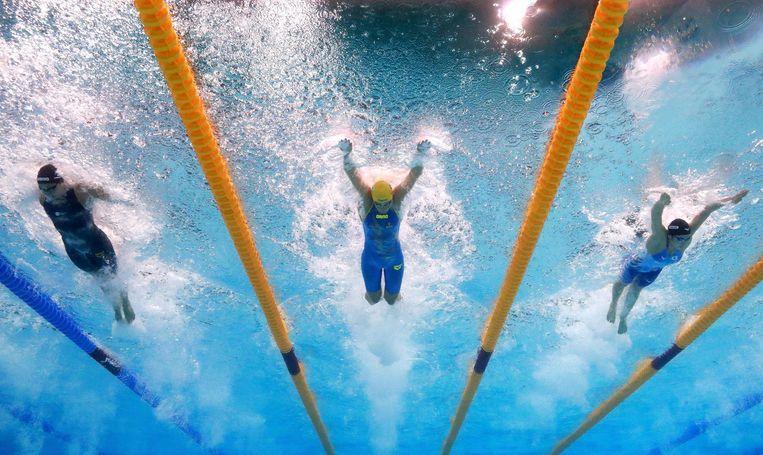 De 100 meter vrije slag is een mentaal zeer beladen nummer. Vrouwen die niet kunnen verliezen, zoals vorig jaar in Rio Cate Campbell, gaan ten onder. Beeld getty