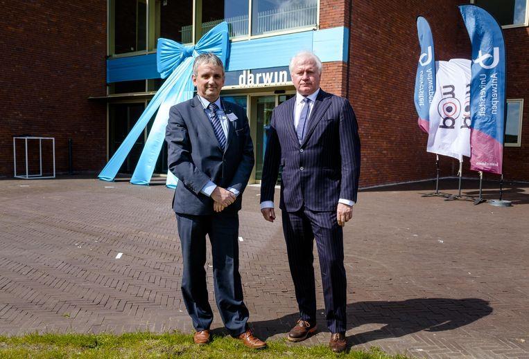 Jean-Pierre Timmermans (voorzitter onderzoeksraad UAntwerpen) en Luc Broos (algemeen directeur POM Antwerpen) aan het nieuwe gebouw.