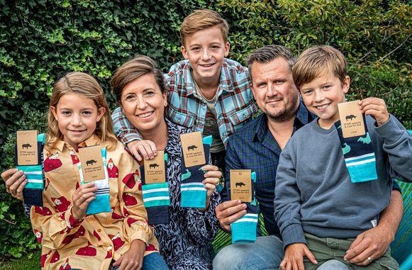 Ellen Wyns en Wannes Boudrez met kinderen Camille, Charles en Achiel.