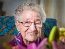 Mevrouw Post (100) uit Eibergen doet nog elke dag gymnastiekoefeningen