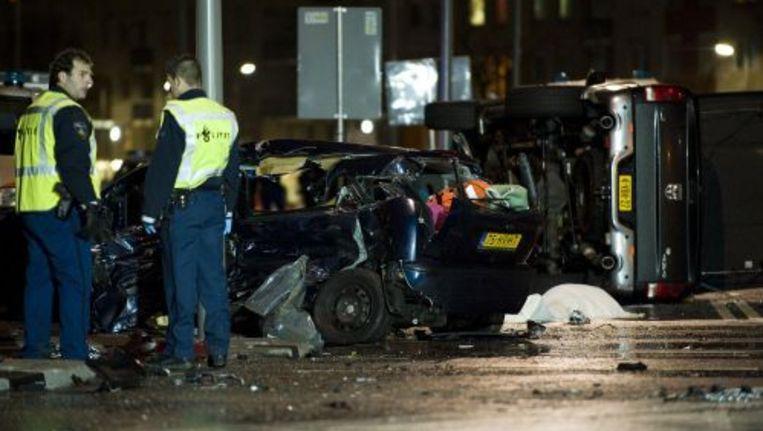 Ravage aan de Vierhavenstraat in Rotterdam. Door een aanrijding zijn drie mensen om het leven gekomen. Foto ANP Beeld
