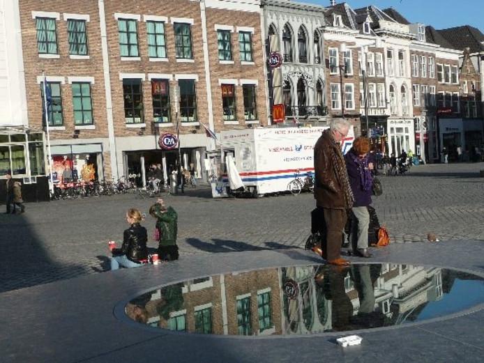 Middeleeuwse Put Op Markt Trekt Bekijks Den Bosch Vught Bdnl