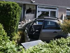 Vrouw rijdt woning binnen in Havelte