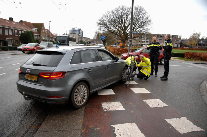 De automobilist sloeg vanaf de Rosendaalseweg de Bosweg op.