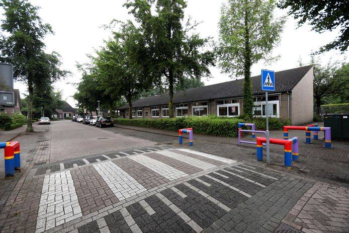 De Oostelbeerse vestiging van basisschool De Beerze. In de plannen voor een IKC zouden de vestigingen in Oostelbeers en Middelbeers samengaan bij sportpark De Klep.
