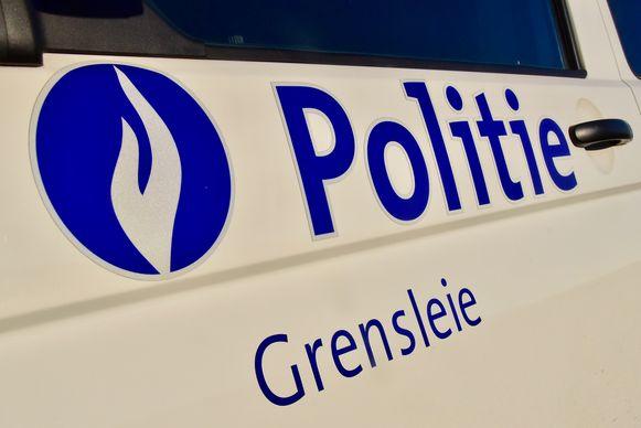 De politie van de zone Grensleie kon de twee inzittenden uit het gestolen voertuig snel oppakken.