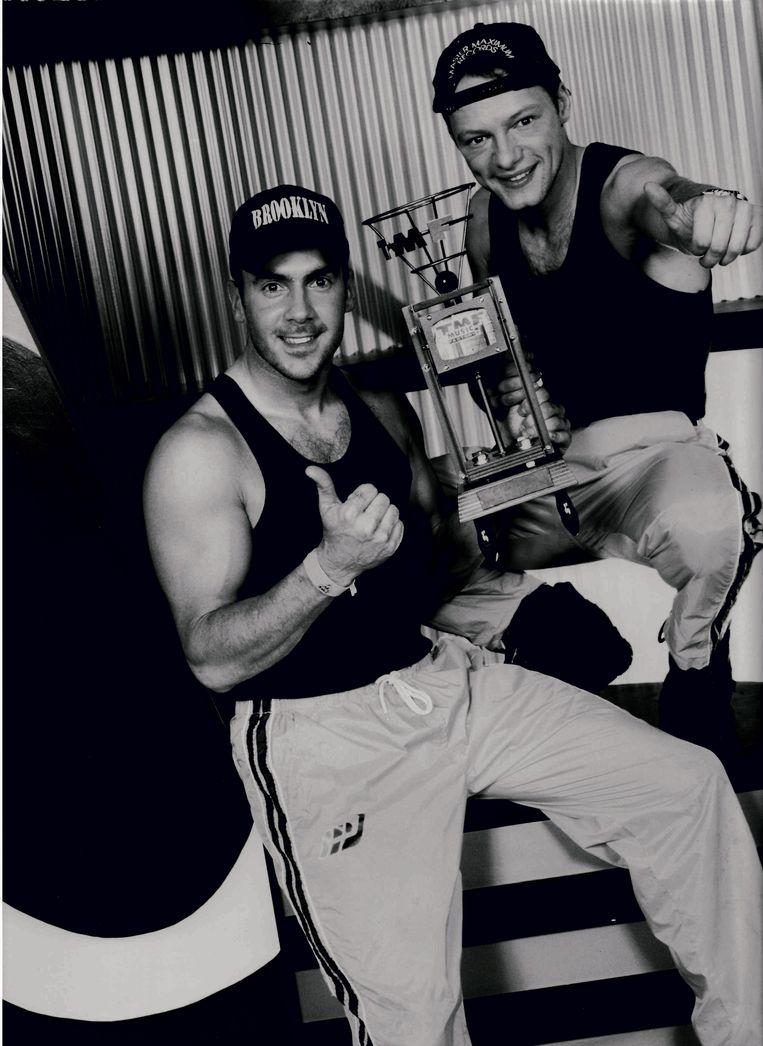Charly Lownoise (rechts) & Mental Theo met TMF Award, midden jaren negentig. Beeld Ramon Roelofs