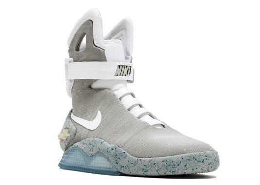 Gaan we toch Back to the Future? Nike's zelfstrikkende