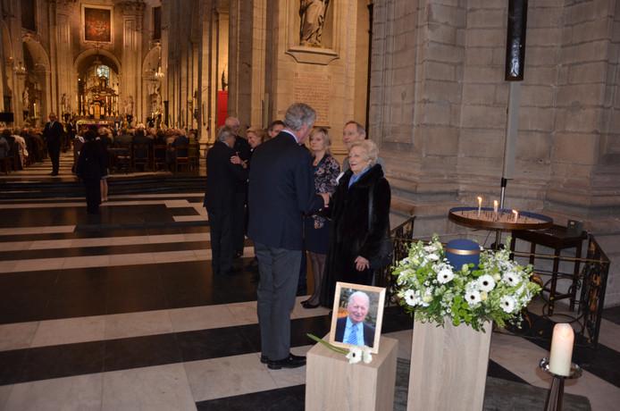 Minister De Crem betuigt zijn medeleven aan Deroms echtgenote Anny Mattelaer.