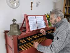 Muziek als troost: beiaardier van carillon in Schoonhoven speelt verzoekjes