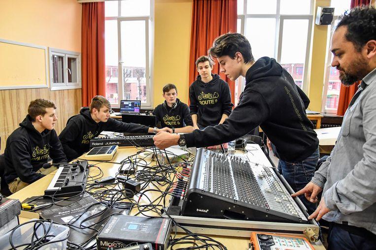 Tijdens het 'sound lab' konden leerlingen geluid en muziek maken.