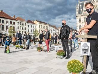 """Horeca protesteert met stille actie in Oudenaarde: """"Cafés en restaurants zijn niet de oorzaak van de coronacrisis en sluiting is niet de oplossing"""""""