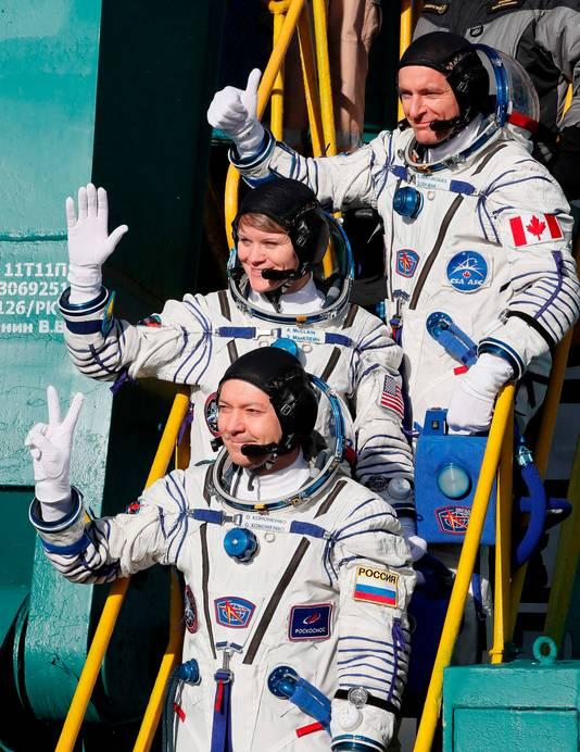 De bemanningsleden zijn de Rus Oleg Kononen, de Amerikaanse Anne McClain en de Canadees David Saint-Jacques.