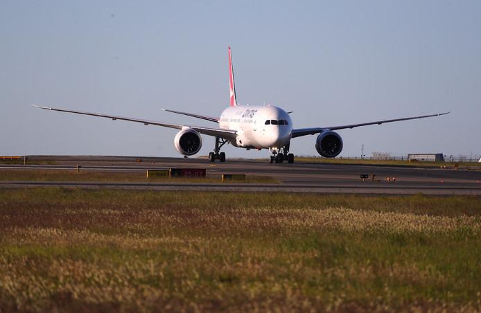 Qantas vlucht 7879 van New York naar Sydney landt in Australië.