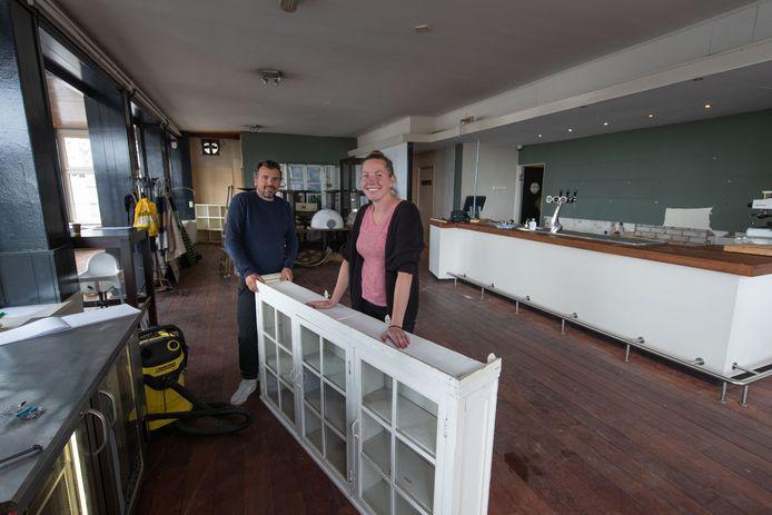 Renske Gunnink en Hinrich Prins beginnen in het voormalige pand van d' Olde Vismarkt en voorheen 'Bij Alex' een Thais restaurant.