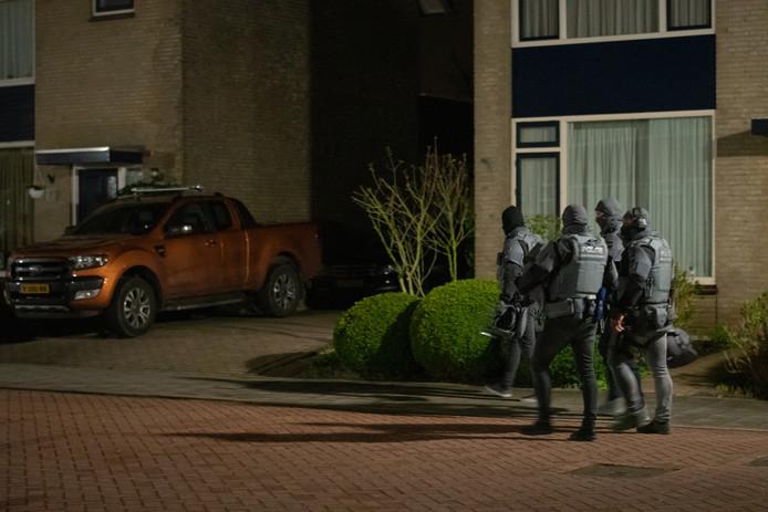 Het arrestatieteam in Zegveld is klaar voor de inval.