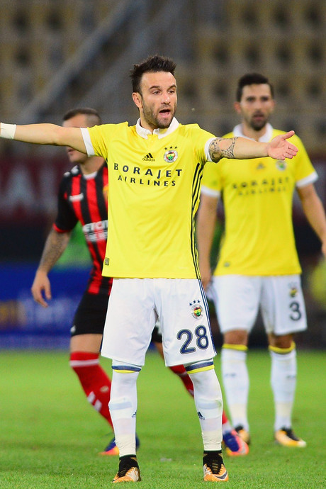 Fenerbahçe speelt weer gelijk, Van Persie doet helft mee