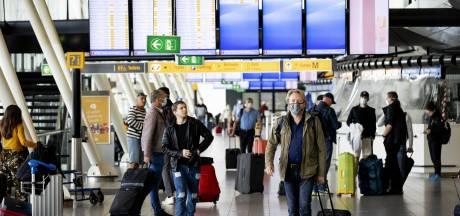 Vijf mensen onwel na openen koffer op Schiphol