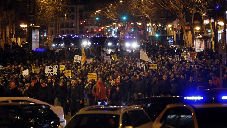 Protestmars in de straten van Madrid zaterdag tegen de vermeende corruptie van de Spaanse premier Rajoy. Beeld AFP