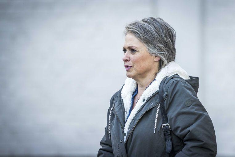 Berthie Verstappen, moeder van de in 1998 overleden Nicky, komt aan bij de rechtbank in Maastricht.  Beeld ANP