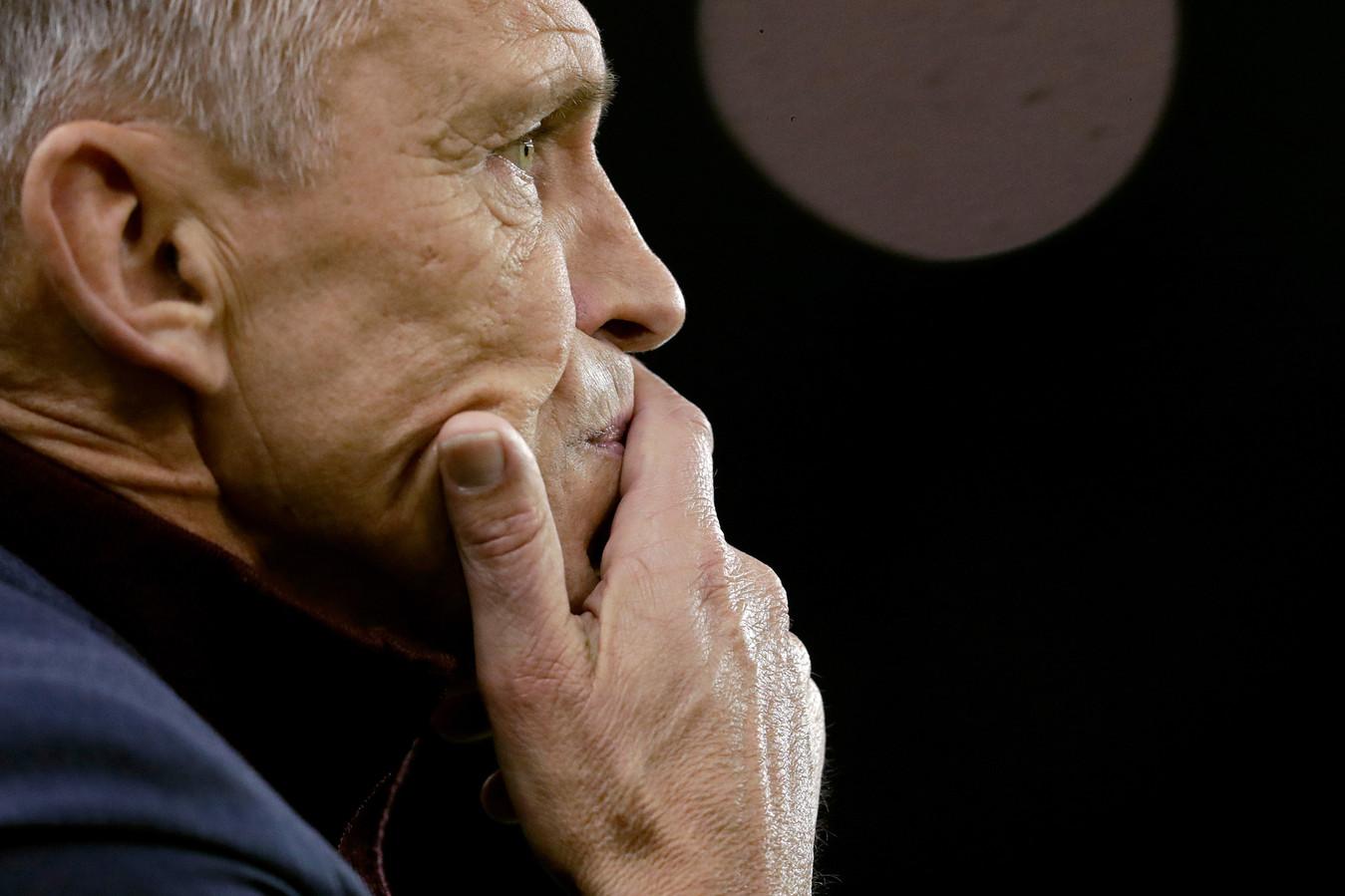 """Trainer Edward Sturing van Vitesse. ,,Dit is een stop van twaalf weken. Drie maanden! Dan is twee weken voorbereiding onverantwoord."""""""