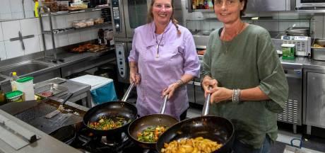 Coronacrisis zorgt voor nieuwe kansen: Kok Elly verhuist van restaurant aan zee naar De Veerstoel in Lathum