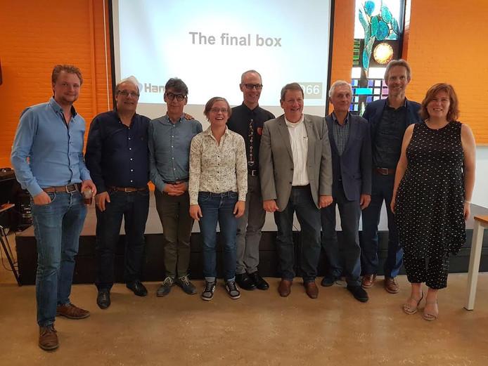 HanZup Winnaars met opdrachtgever D66 en organisatoren Peter Vader en Eefke Meijerink van de Creatieve Coöperatie.