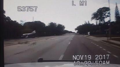 Klein vliegtuigje stort neer op snelweg in Florida: inzittenden als bij wonder ongedeerd