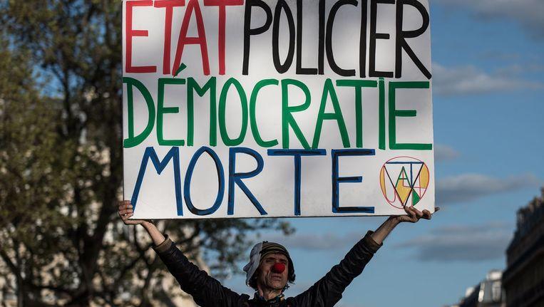 Een activist op Place de la République in Parijs Beeld ANP
