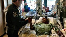 """Anthony (15) ving 5 kogels op als levend schild om 20 klasgenoten te redden tijdens schietpartij Florida: """"Hij is mijn held"""""""