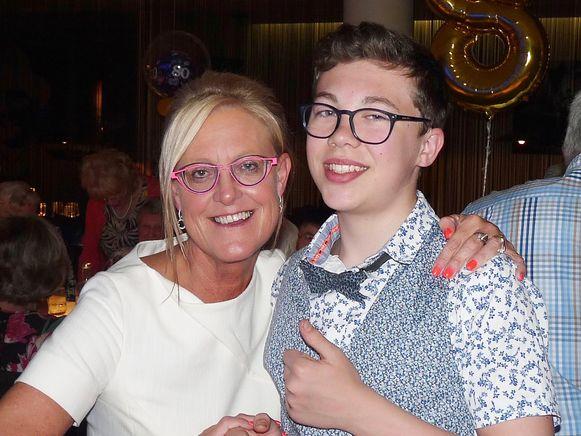 Hilde Vanden Broucke en haar zoon Milan (15).