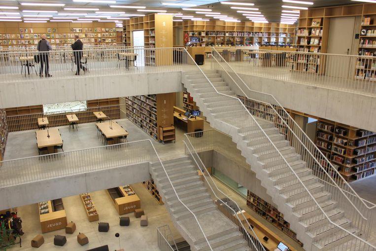 De imposante centrale ruimte van de nieuwe bibliotheek.