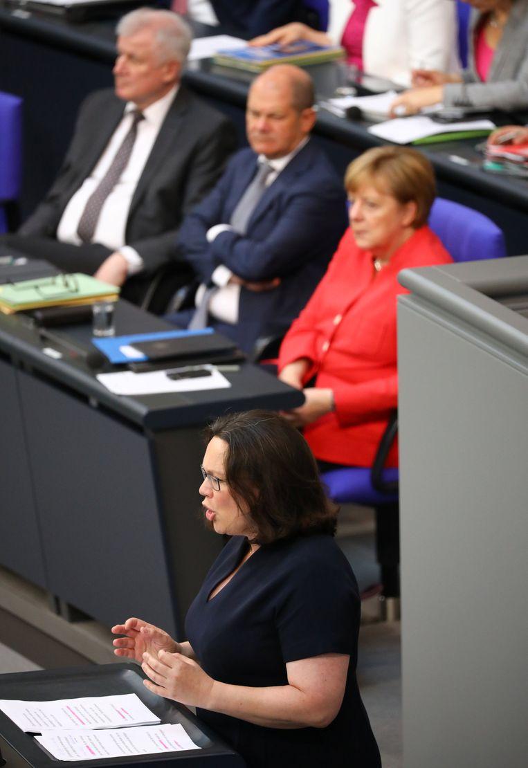 SPD-partijvoorzitster Andrea Nahles, met op de achtergrond bondskanselier Angela Merkel.