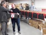 Jongeren met beperking pakken 3.000 Roosendaalse kerstpakketten in