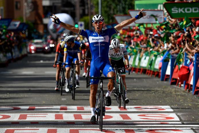 Philippe Gilbert wint een extreem snelle waaieretappe in de Vuelta.