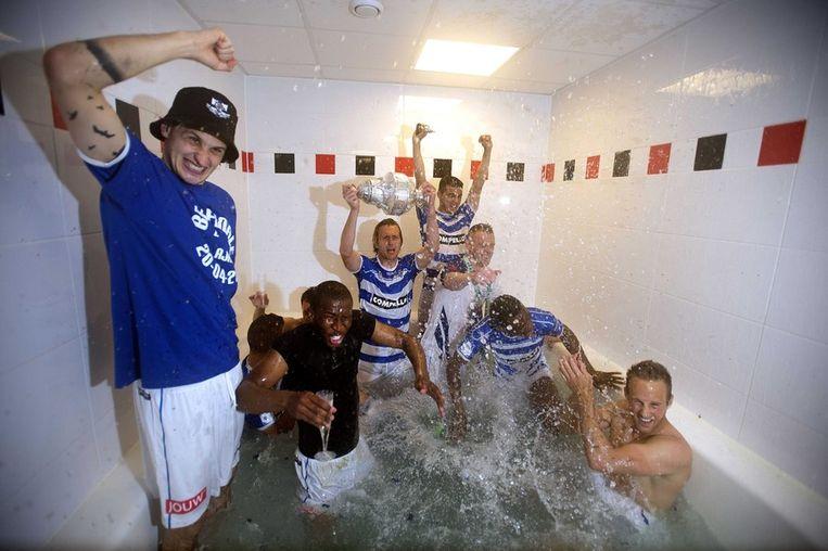 PEC Zwolle-spelers vieren feest in de kleedkamer na de 5-1 winst op Ajax in de bekerfinale Beeld epa