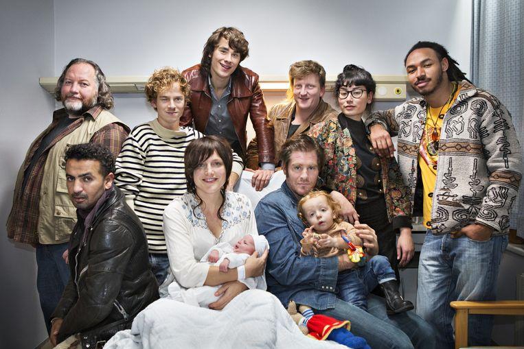De cast van 'Belgica', met centraal Charlotte Vandermeersch en Tom Vermeir.
