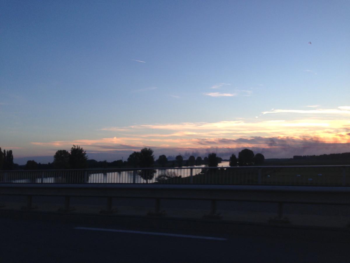 De rook is ook te zien vanuit Heusden