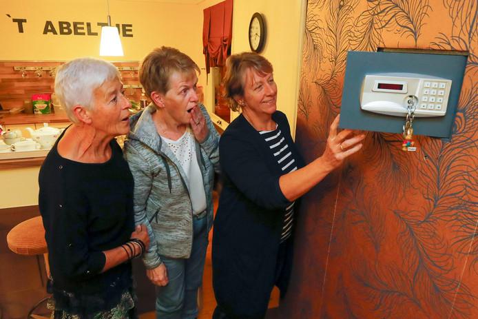 Mariet Smets, Liesbeth Janssen en Hennie Munsterman van t Abele Spel .