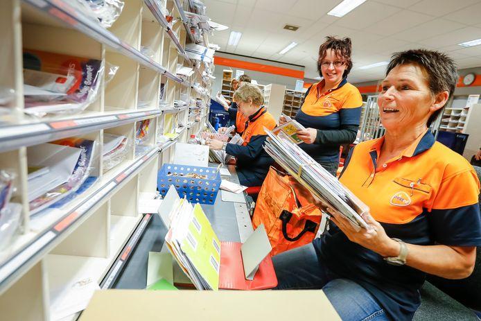 Het distributiecentrum van PostNL aan de Prinses Margrietlaan in Alphen is dicht.