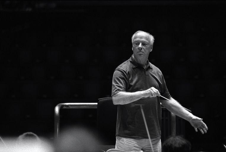 Bernard Haitink repeteert met het London Symphony Orchestra in de Barbican Hall, in 2004. Beeld Gautier Deblonde
