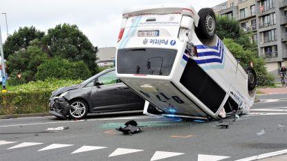 Combi onderweg naar inbraak belandt op dak  na ongeval: 4 lichtgewonden