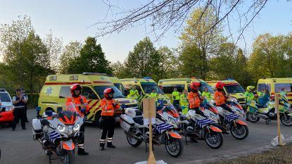 Hulpdiensten huldigen zorgverleners en patiënten AZ Sint-Jozef met loeiende sirenes, applaus en één minuut stilte