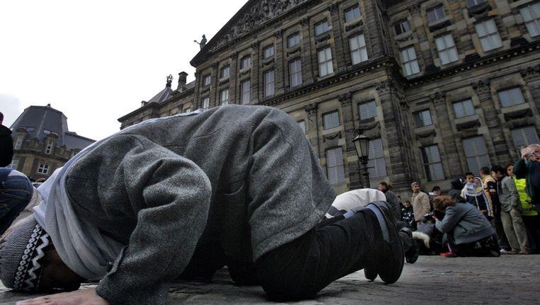 In februari 2006 demonstreren enkele honderden moslims op de Dam tegen de Mohammed-cartoons Beeld ANP