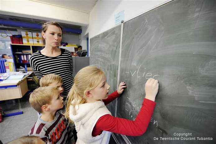 Monique Segerink geeft kinderen les in Nederlandse taal en cultuur.