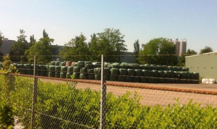 Rottend afval riekt in Hardenberg op bedrijventerrein