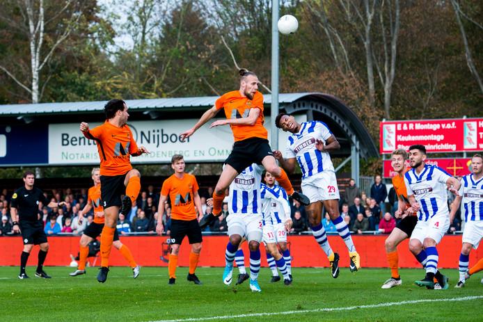 FC Lienden eerder dit seizoen in actie in de uitwedstrijd tegen HHC Hardenberg.